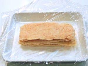 シート肉を重ねてラップで包み直します